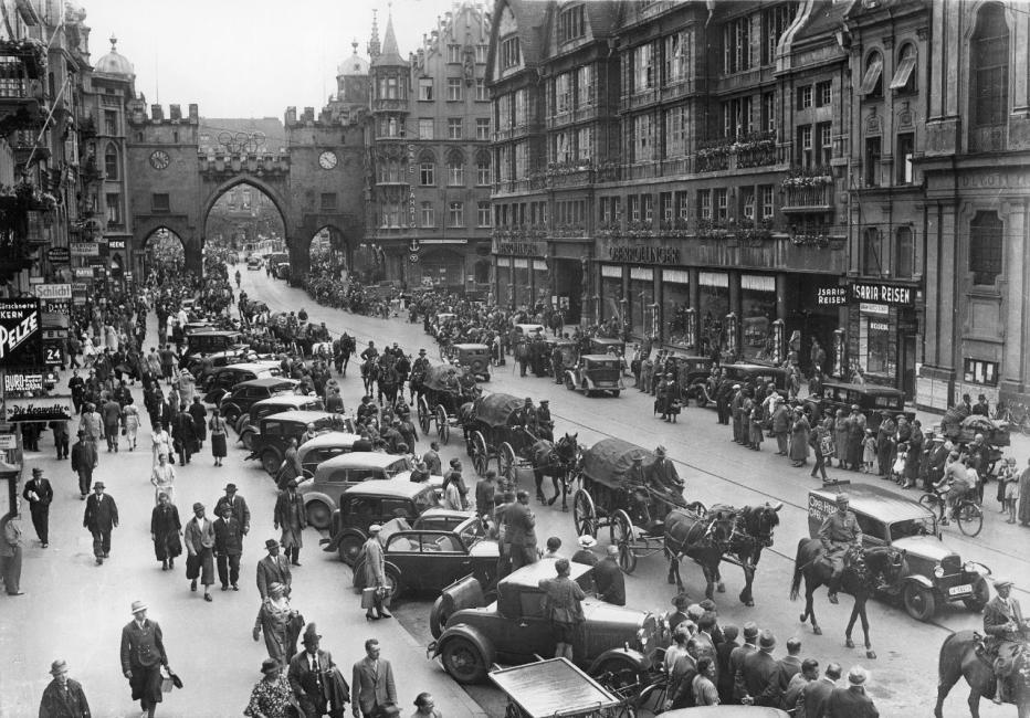 Kaufingerstraße Blick Richtung Karlstor 1936